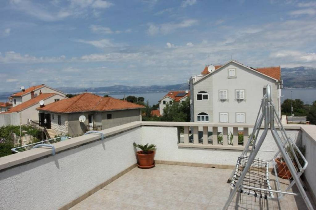 Apartmani Dani - with large terrace : , Supetar - Otok Brač